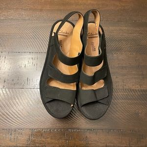 Clarks soft cushions wedge black sandals size 6.5
